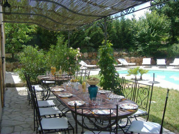 LORGUES, villa récente, 4000 m2 terrain avec vue vignes