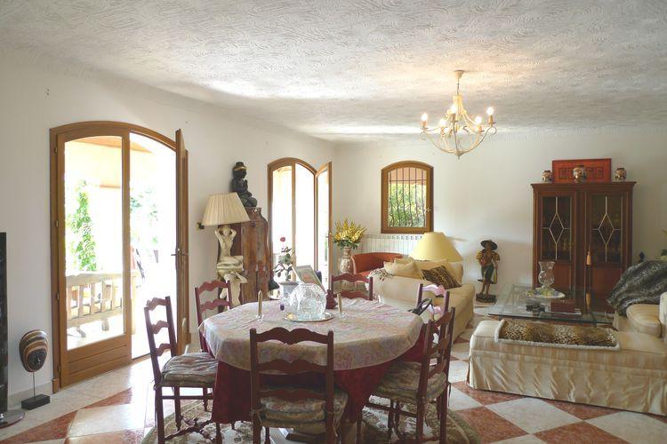 Maison de plus de 380 m2 avec 9 chambres à Draguignan