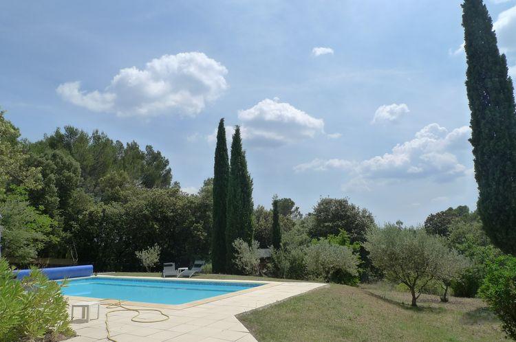 HAUT-VAR, jolie villa avec piscine sur 4000 m2 de terrain